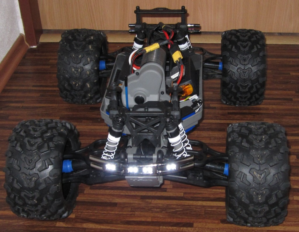 E-Maxx brushless body lighting - světla kastle